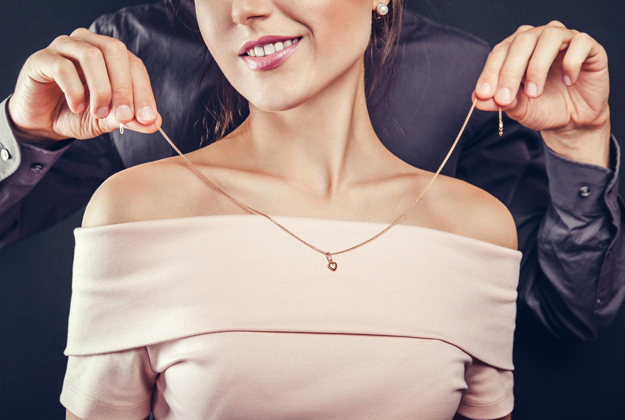 Quel bijou offrir pour l'anniversaire de votre fiancée ?